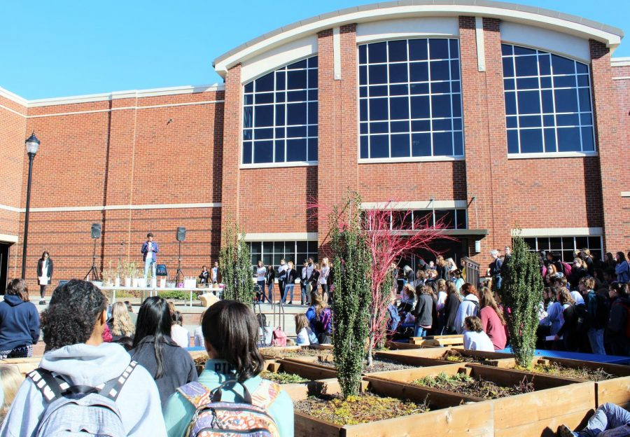 The+Courtyard+is+at+a+standstill+as+students+pay+tribute+to+the+lives+of+Stoneman+Douglas+High+School%27s+fallen.+