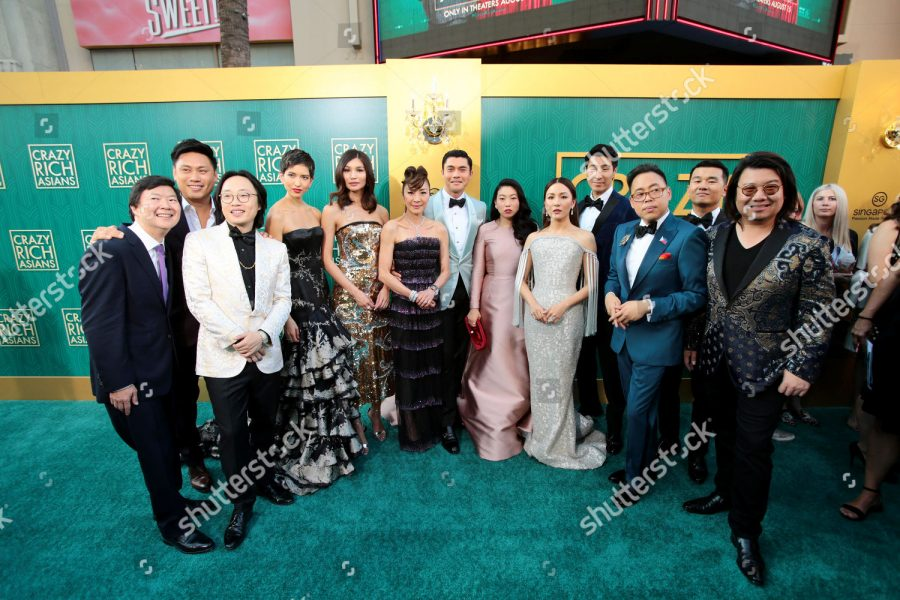 The+all-East+Asian+cast%2C+director%2C+%28Jon+M.+Chu%29%2C+and+author%2C+%28Kevin+Kwan%29%2C+of+%22Crazy+Rich+Asians%22+on+the+red+carpet+at+the+movie%27s+Los+Angeles+premiere.+
