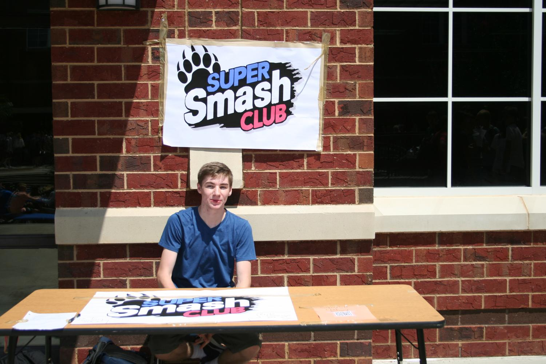 Junior+Luke+Wilson+at+the+Super+Smash+Club+table.
