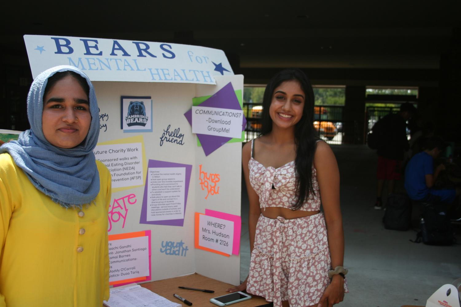 Seniors+Duaa+Tariq+and+Saachi+Gandhi+at+the+table+for+Bears+for+Mental+Health%2C+a+club+that+is+new+this+year.